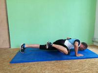 Athletiktraining Liegestütz mit Beinanziehen