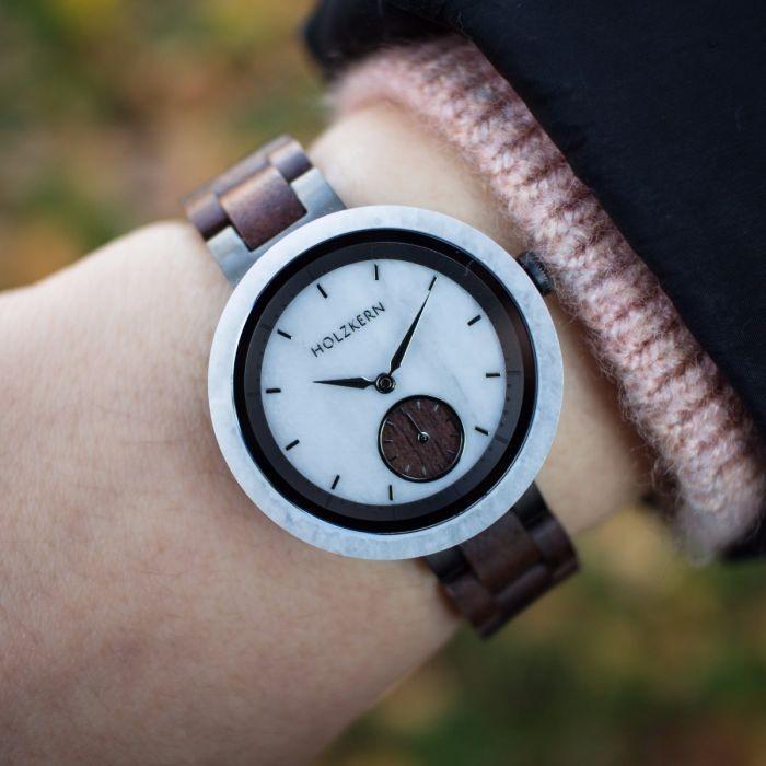 Holzkern Armbanduhr Steinen