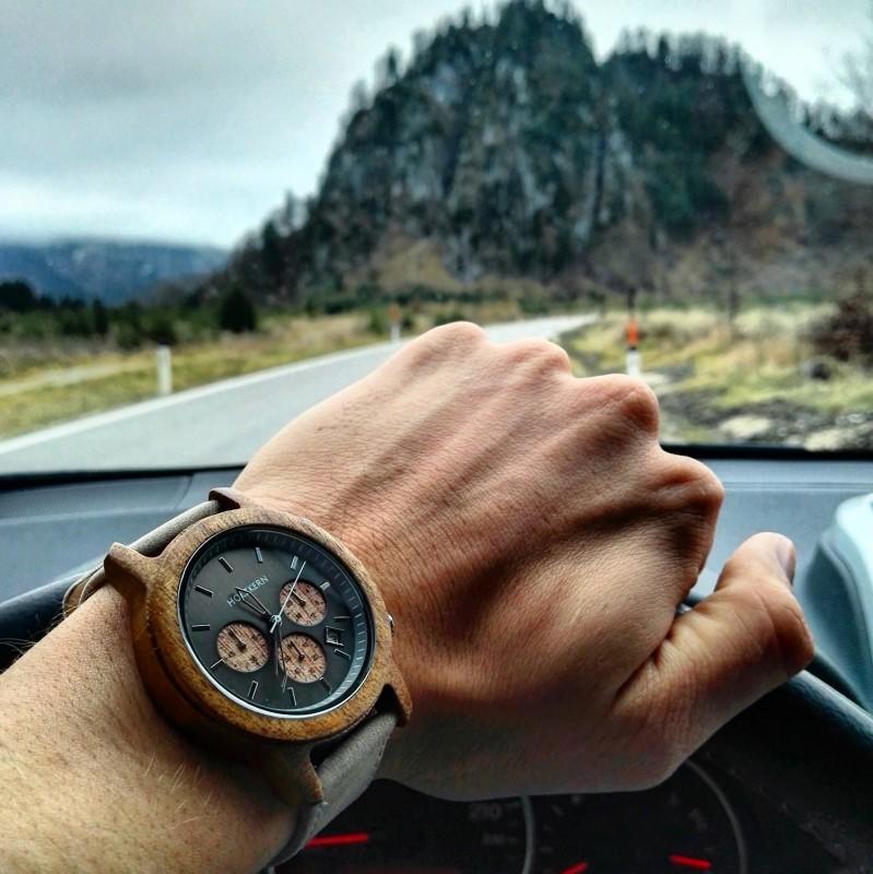 Holzkern Armbanduhr Waldweg