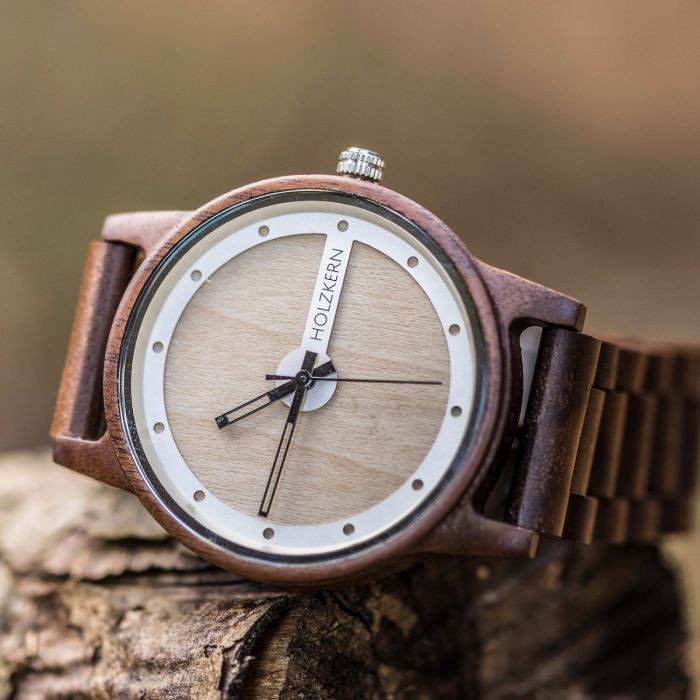 ^Holzkern Armbanduhr Glockner